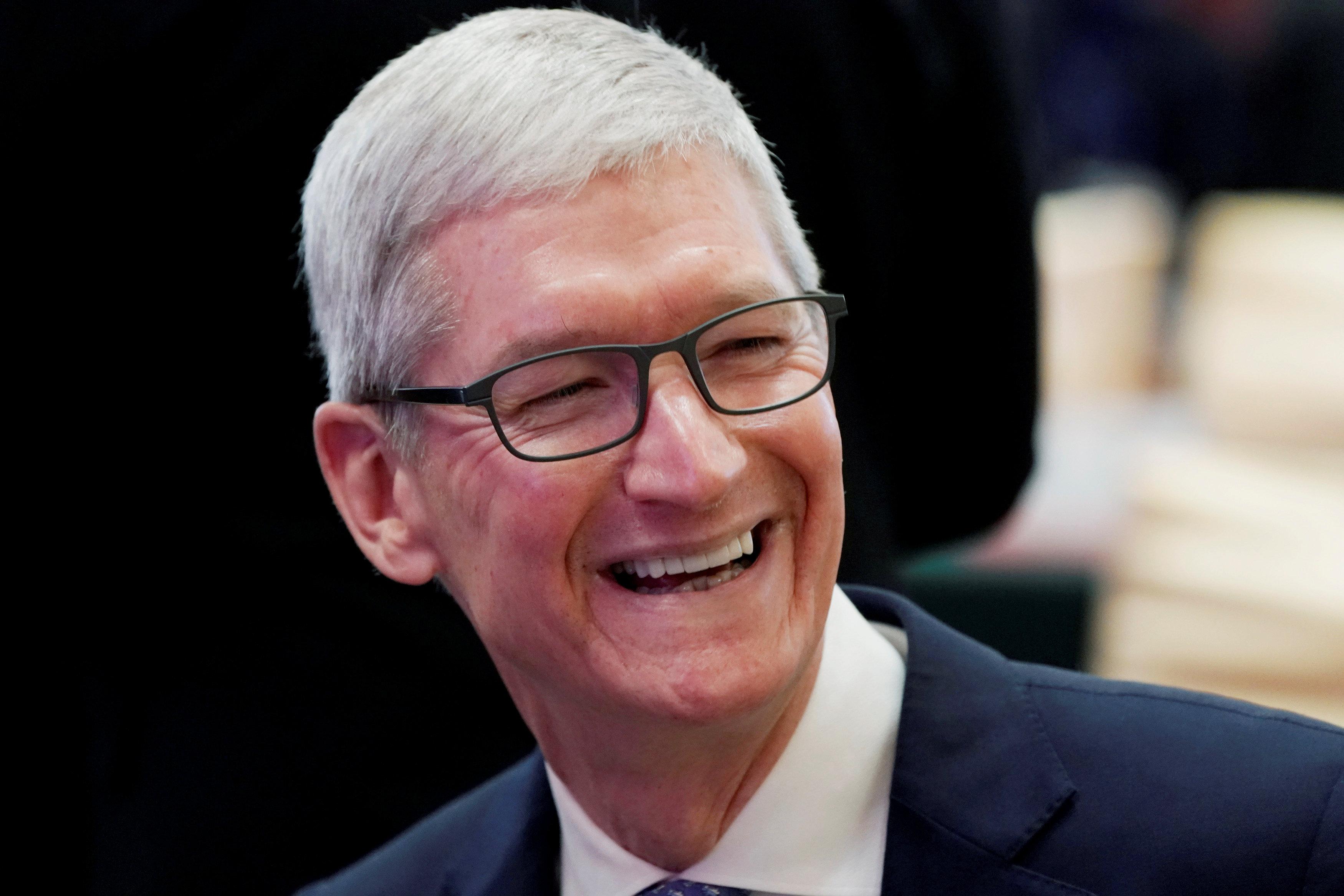 Apple profit stable as service gains offset iPhone slump