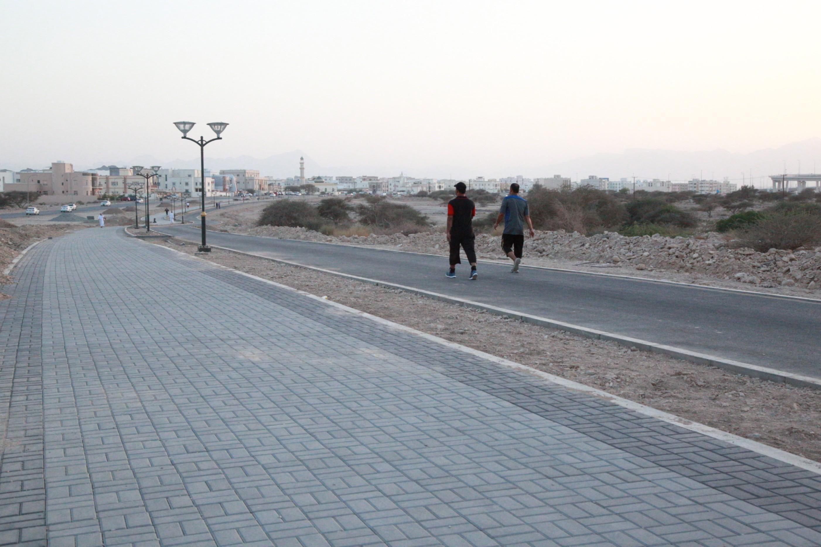 Municipality installs new pedestrian walkway, cycle lane in Muscat