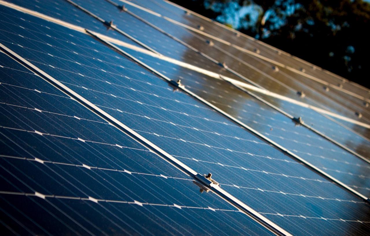 خلال النصف الأول من 2019.. تركيب الألواح الشمسية على 3 آلاف وحدة سكنية