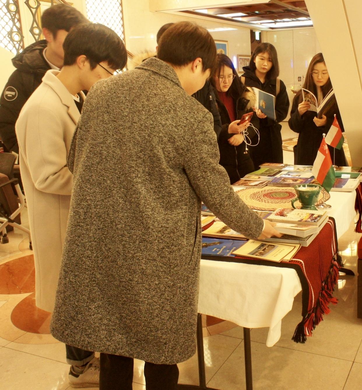 20 طالباً كورياً يتوجهون إلى السلطنة لتعلم العربية