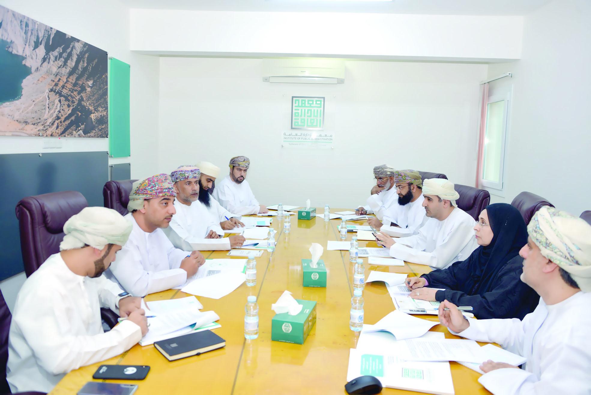 مناقشة التعاون بين معهد الإدارة العامة وجامعة السلطان قابوس
