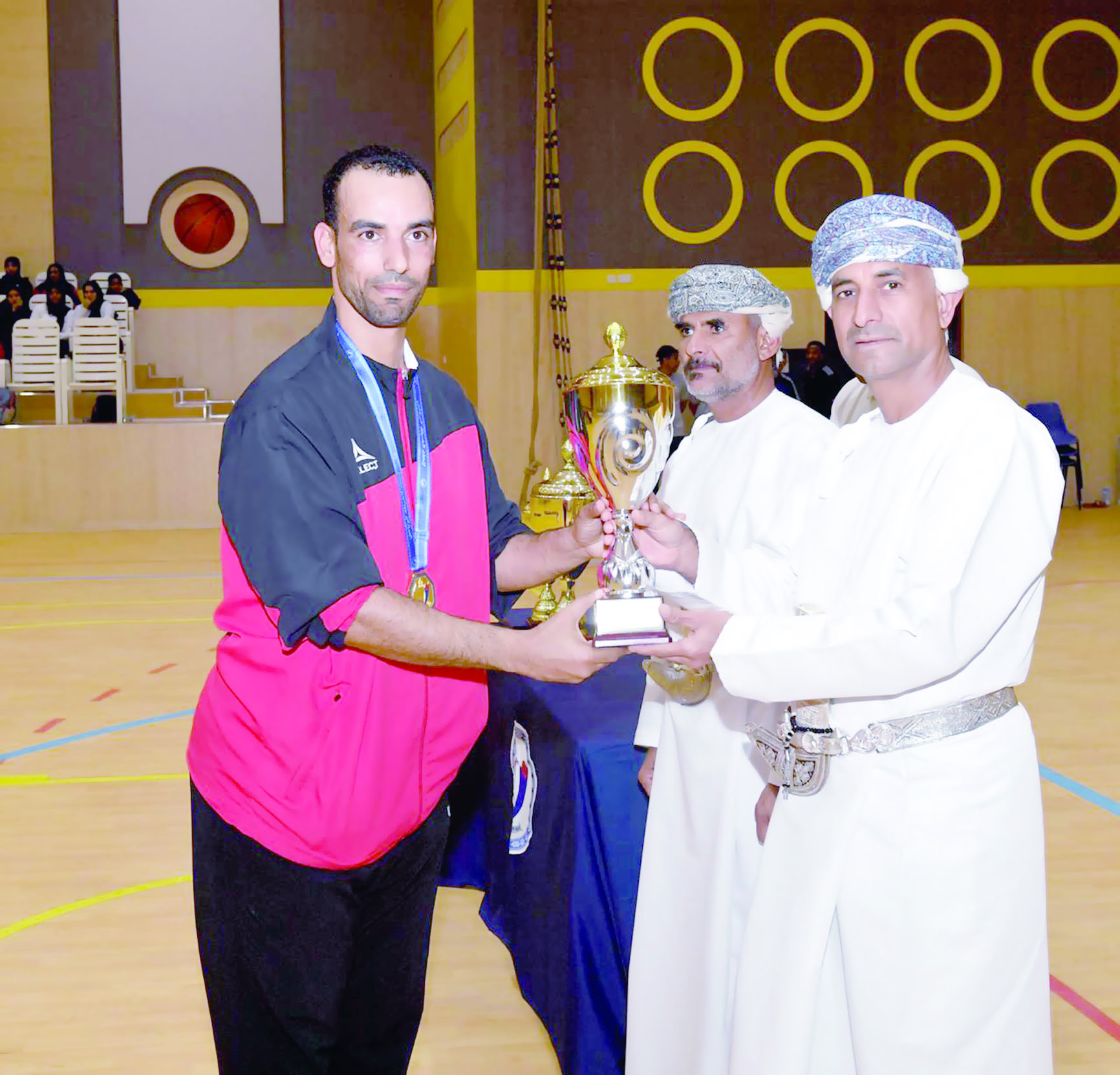 شرطة المهام الخاصة اولا في بطولة شرطة عمان السلطانية لكرة الطاولة