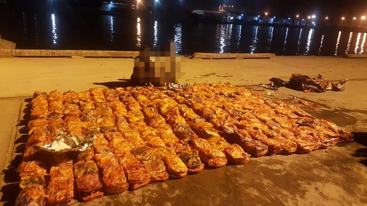 Five arrested in Dhofar with 7,000 bundles of khat
