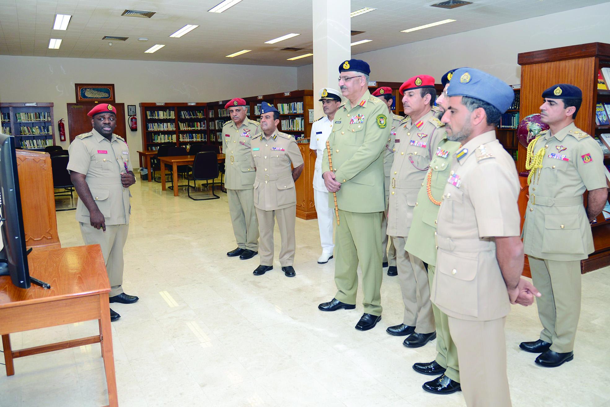 رئيس لجنة الأركان الباكستانية يزور كلية القيادة والأركان..اتفاقية تفاهم بين كلية الدفاع الوطني وجامعة الدفاع الباكستانية