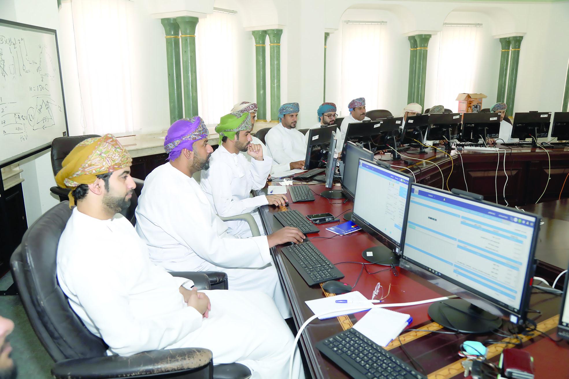 بلدية مسقط تواصل تدريب الموظفين على إدارة الوثائق الإلكترونية