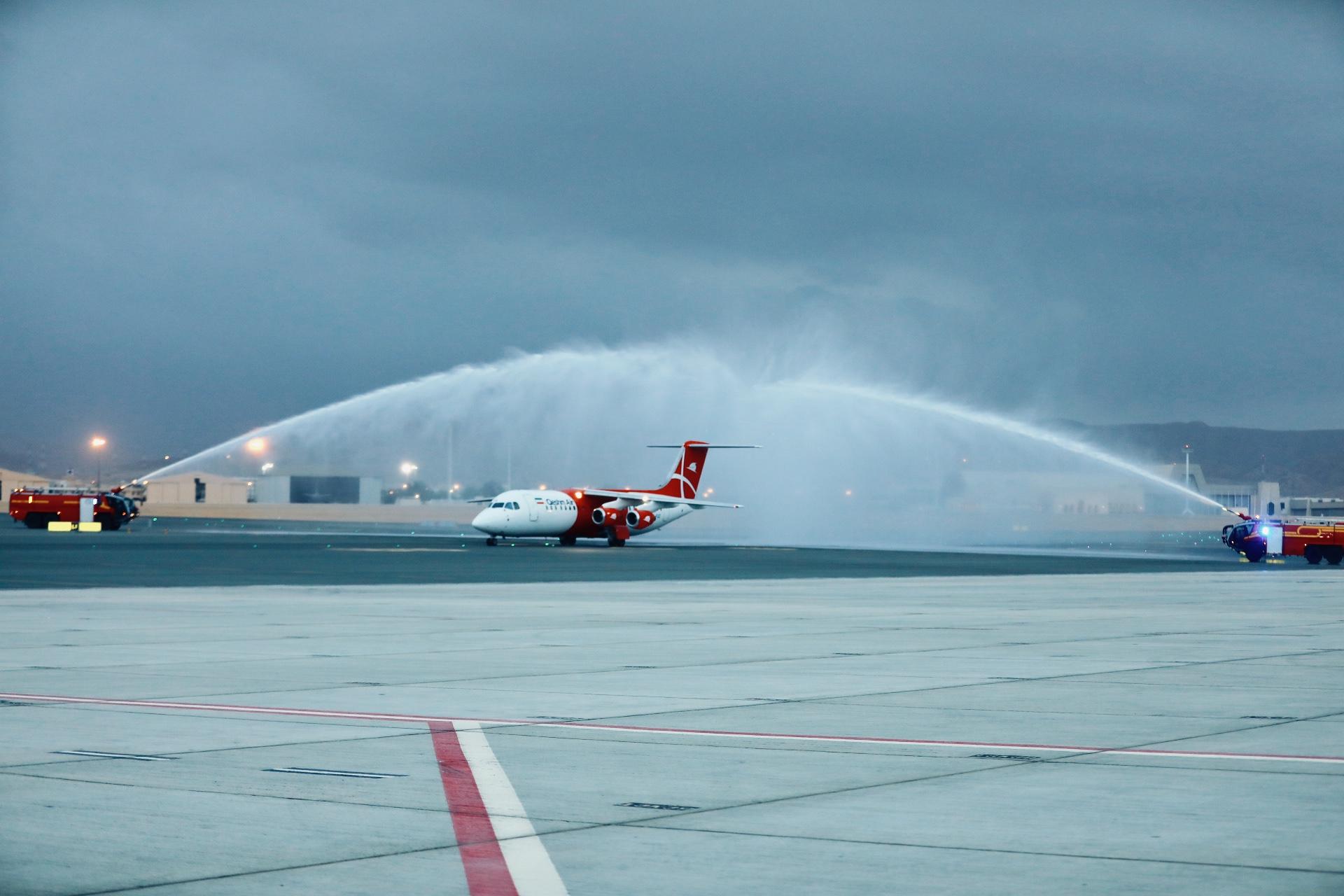 مطار مسقط الدولي يستقبل أولى رحلات طيران قشم