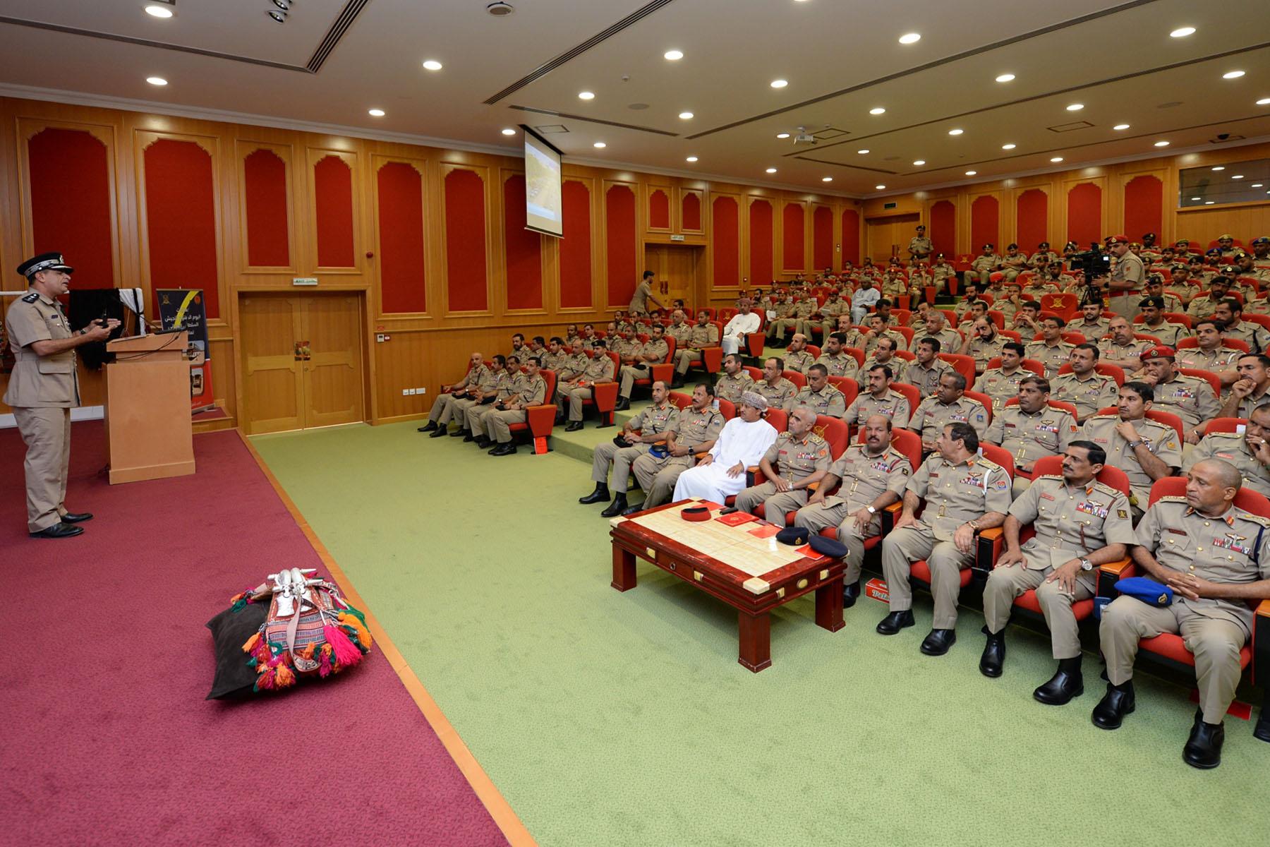 الجيش السلطاني العماني ينظم عدداً من الفعاليات بمناسبة أسبوع التثقيف المروري