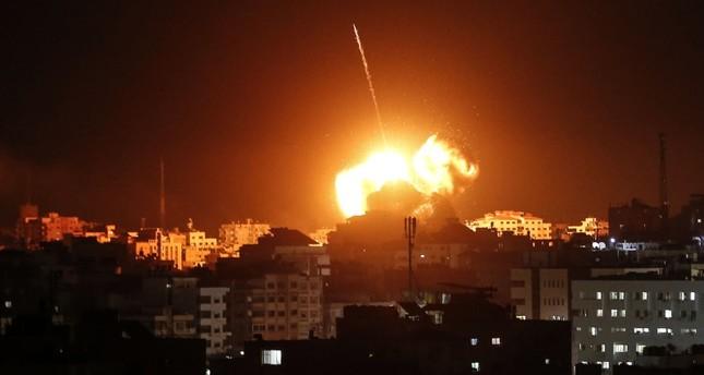 إسرائيل تواصل قصف غزة رغم إعلان حركة حماس التوصّل إلى وقف لإطلاق النار