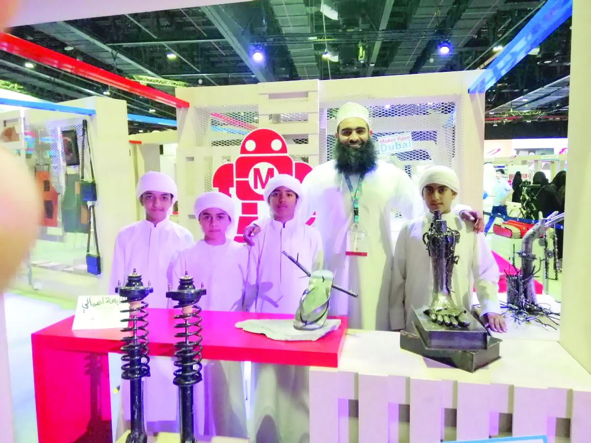 خلال مشاركته في معرض دبي للصناع العالميمنح محمد البلوشي وسام التميز