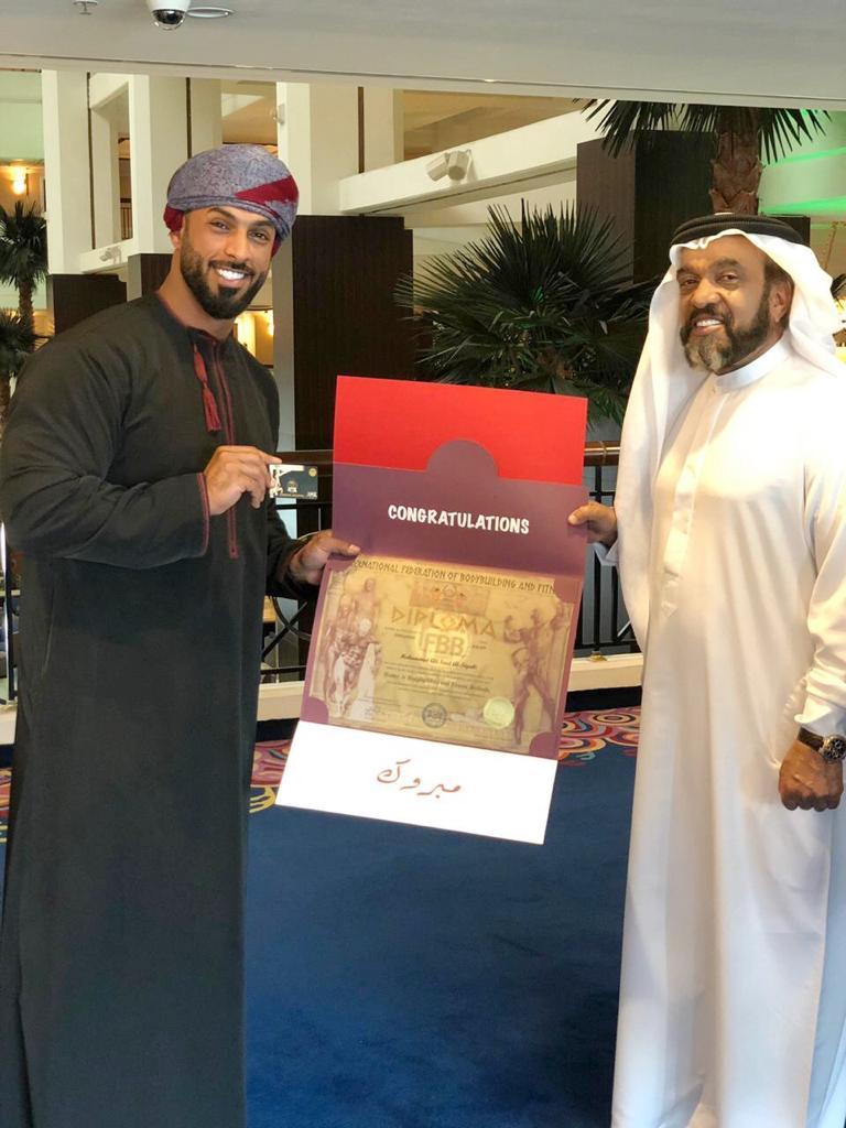 أول عماني يحصل على شهادة الماجستير من الاتحاد الدولي لبناء الاجسام