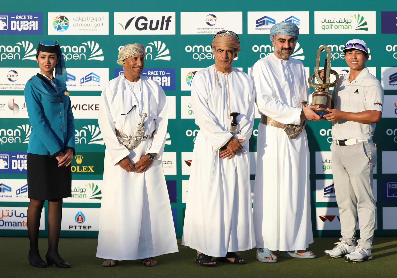 بالفيديو .. تعرف على البطل الغير متوقع في بطولة عمان لمحترفي الجولف