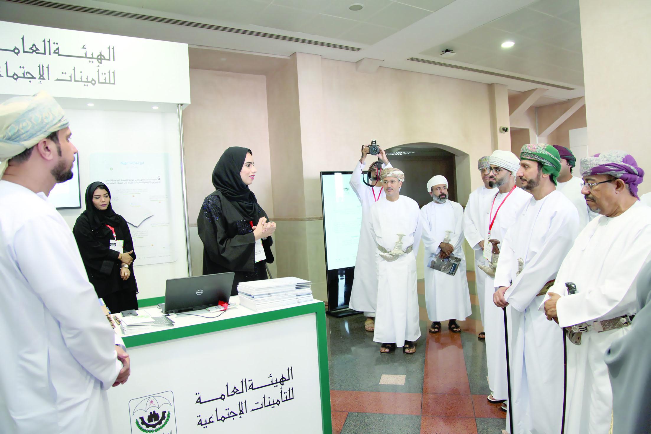 «التأمينات» تشارك بمعرض الوظائف بجامعة السلطان قابوس