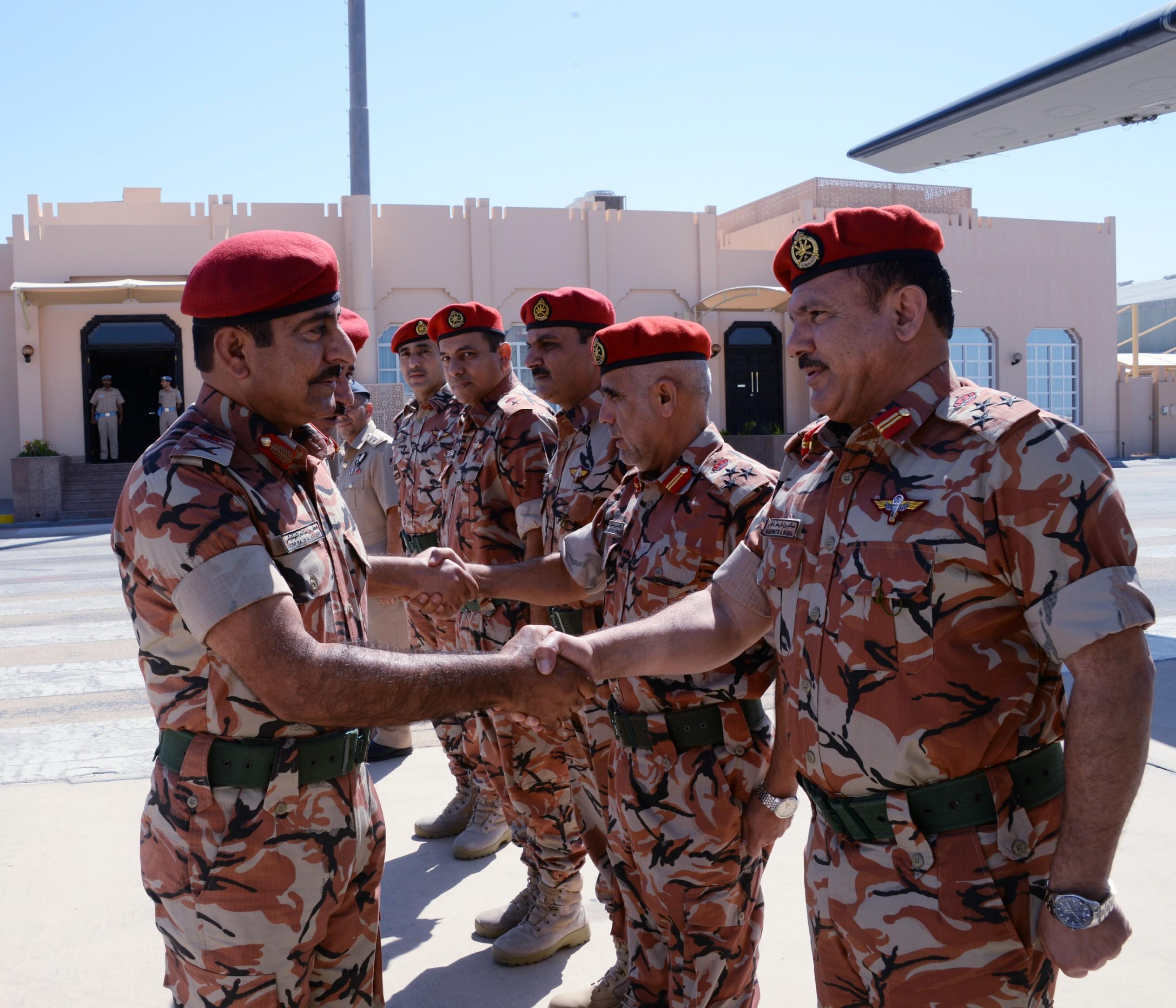 قائد الجيش السلطاني العماني يتوجه إلى المملكة العربية السعودية