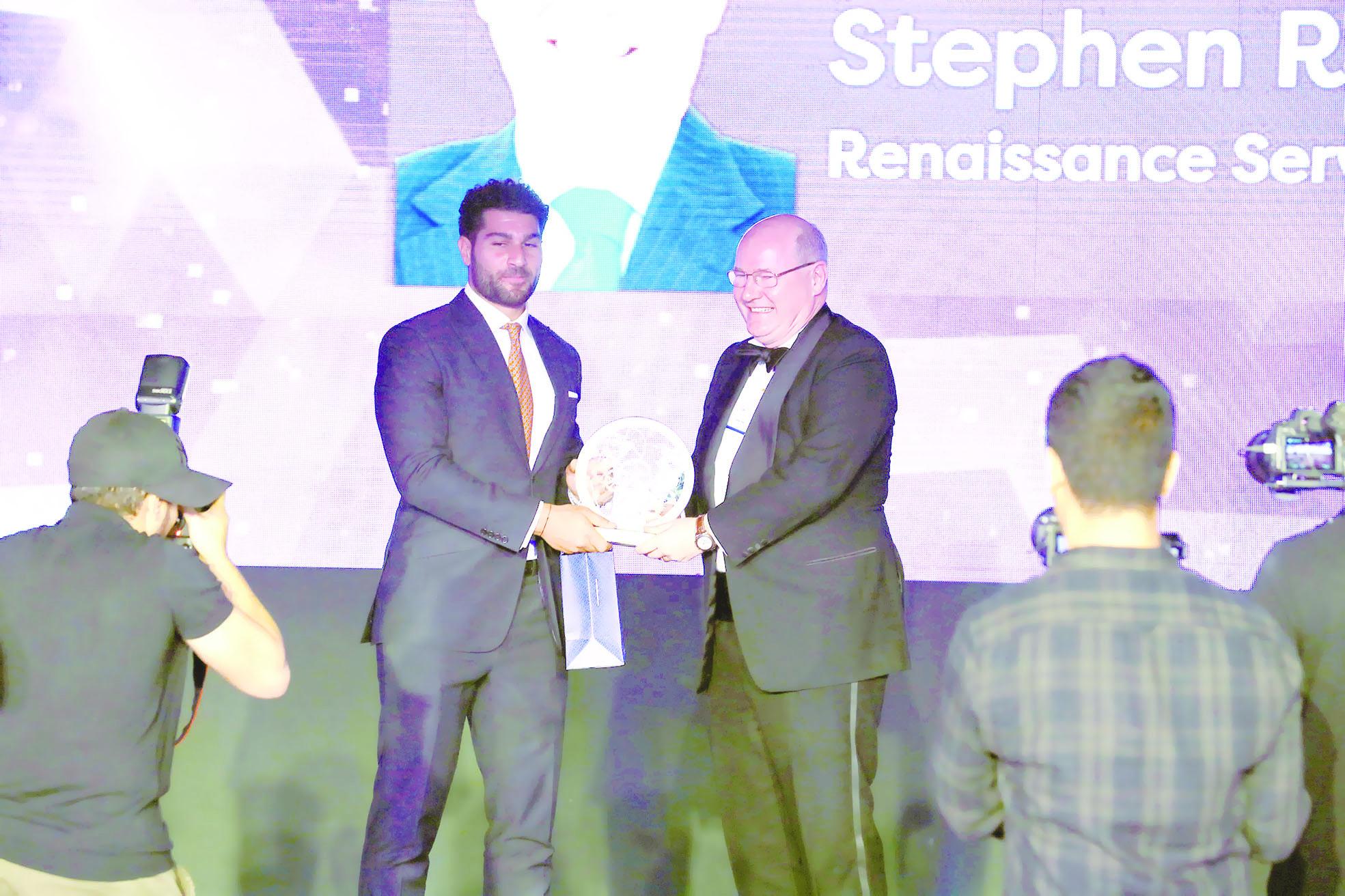 ستيفن آر توماس من «النهضة» يحصد جائزة «أفضل رئيس تنفيذي»