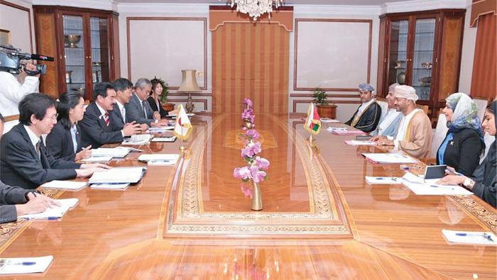 Oman, Japan discuss means to enhance political, economic ties