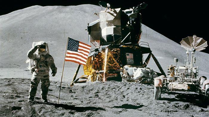 NASA names 2024 mission Artemis