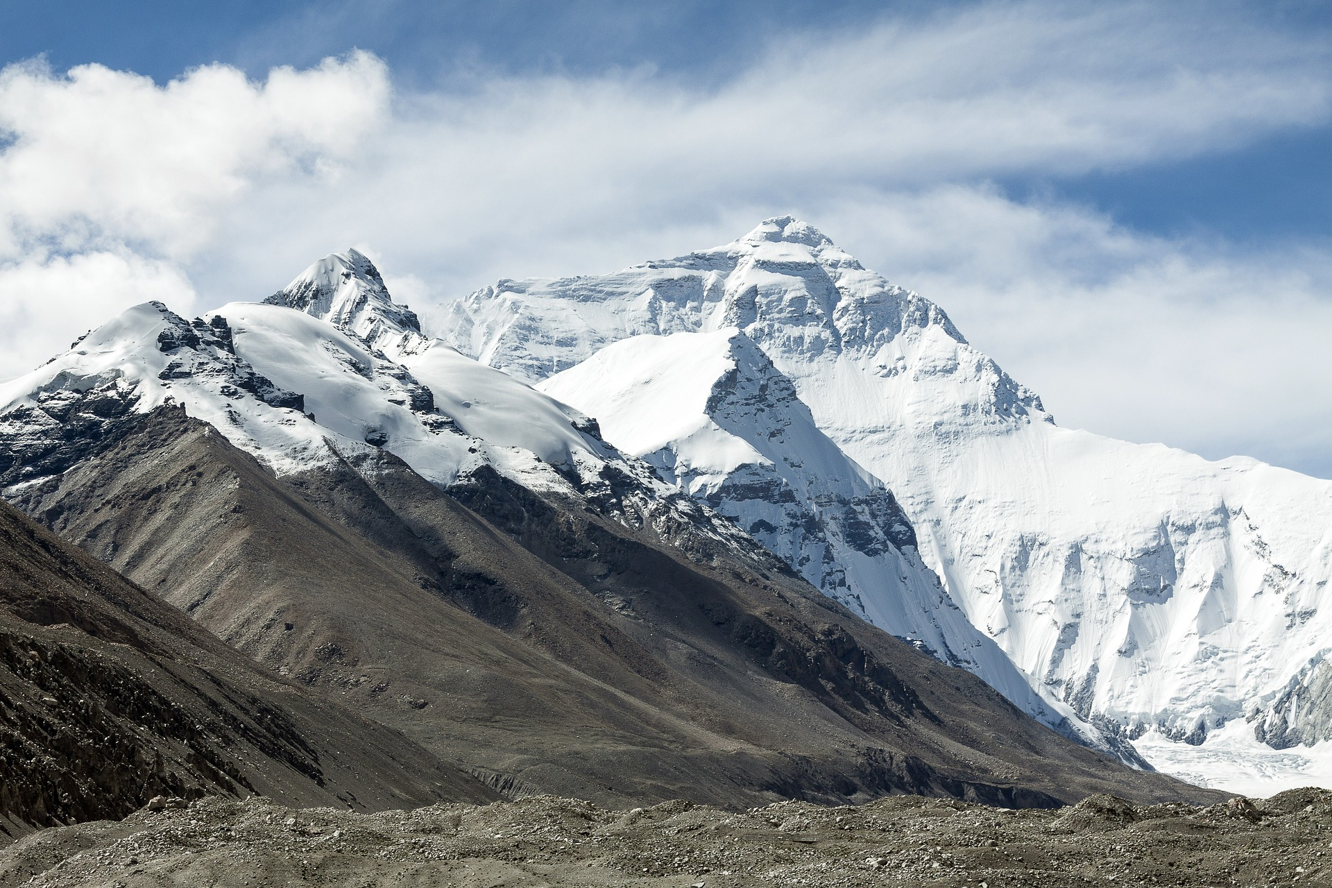 Everest sees first summits of 2019