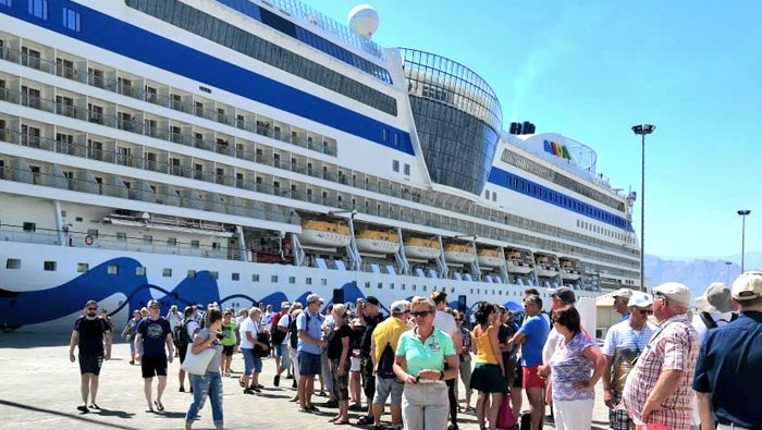 Cruise ship with nearly 2,000 tourists lands in Oman