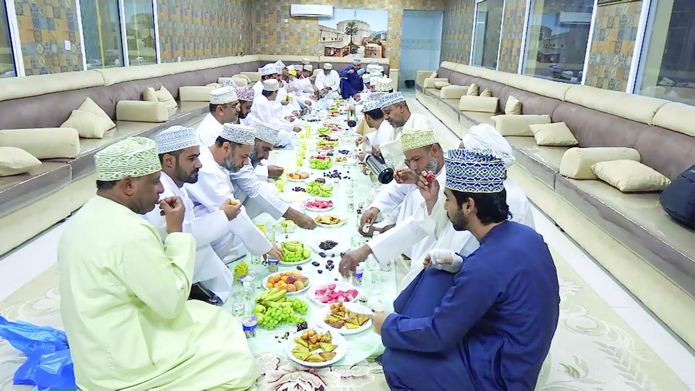 إفطار جماعي لموظفي مكتب الإشراف التربوي بسمائل
