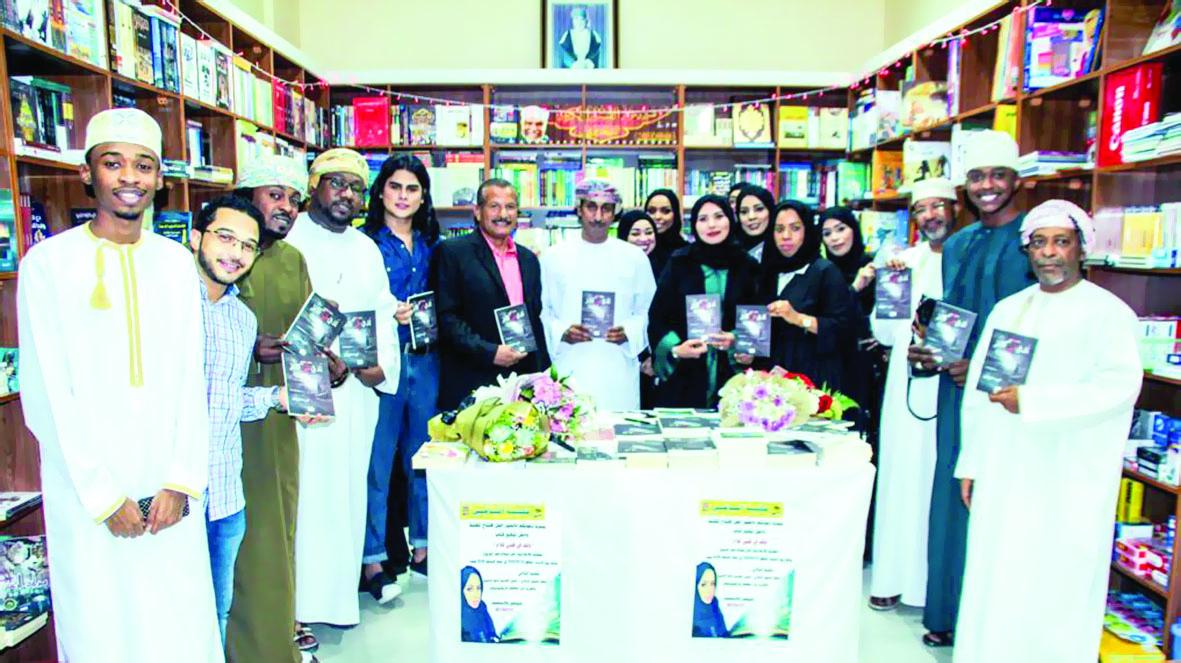 افتتاح مكتبة التآخي بصلالة وتوقيع كتاب للإعلامية أمل اليربوع
