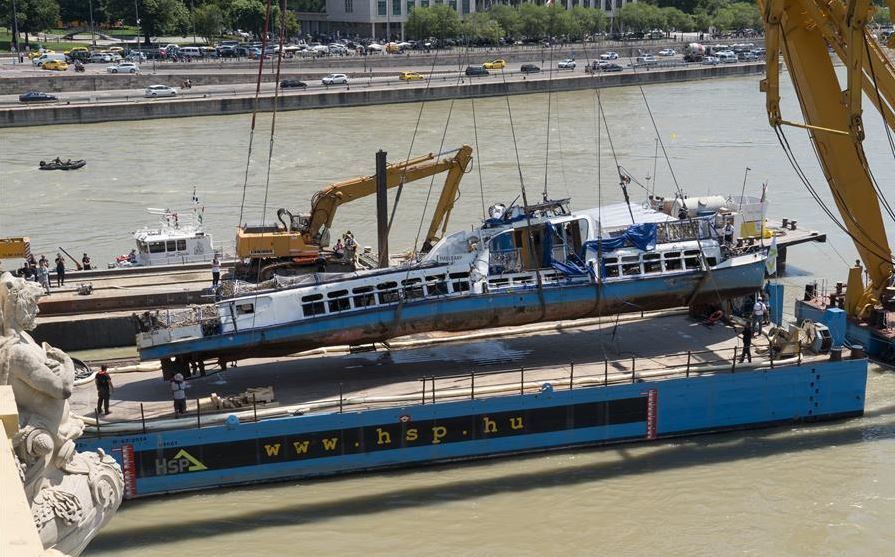 Danube boat accident: sunken ship raised, more bodies found