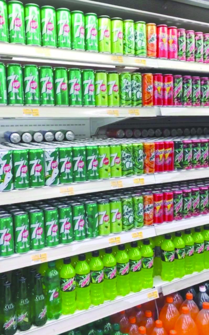 بعد دخول «الضريبة الانتقائية» حيز التنفيذ: تباين في أسعار المشروبات الغازية بالأسواق
