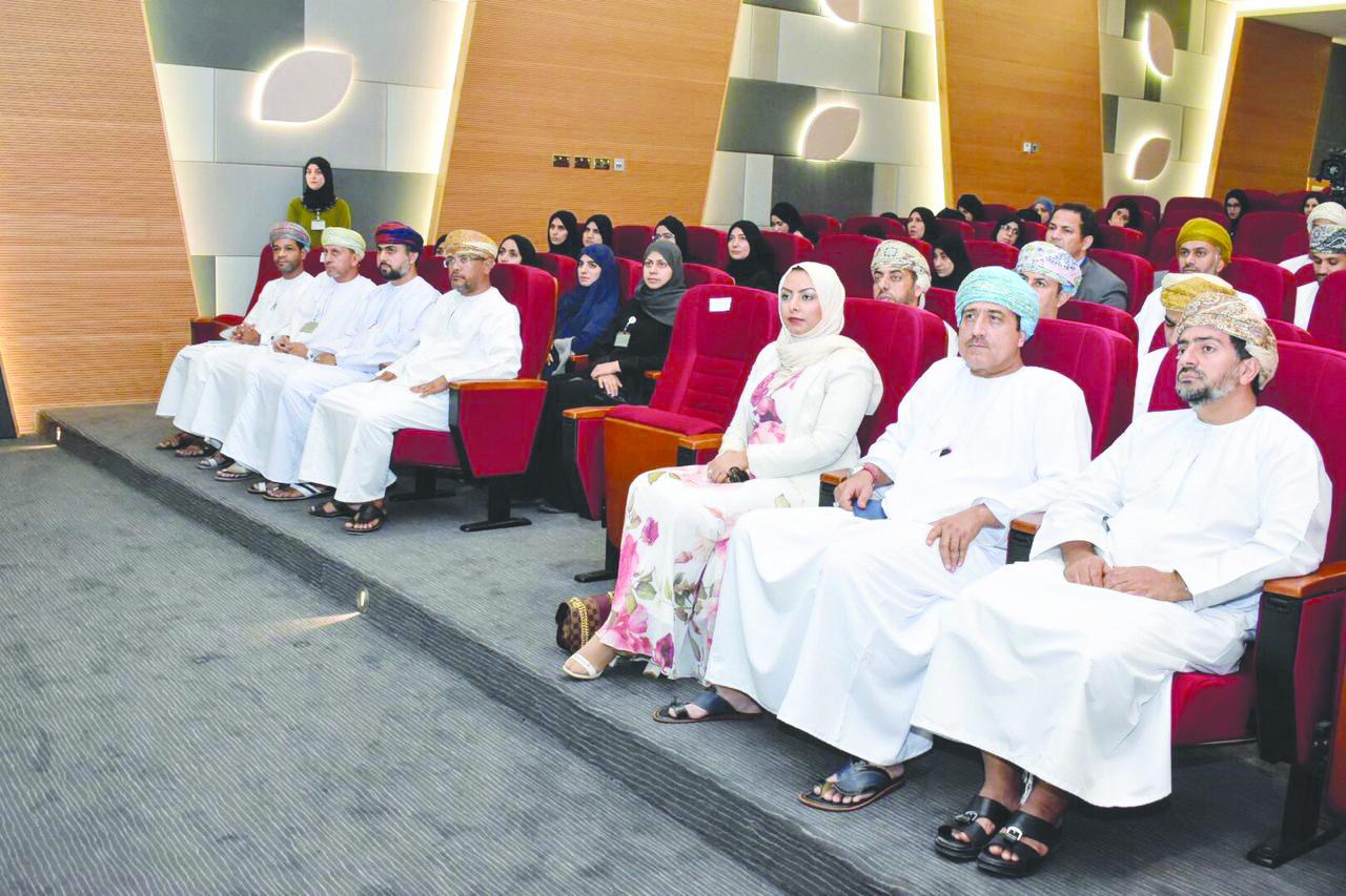 جلسة توعوية في قضايا الابتزاز الإلكتروني للتربية والتعليم
