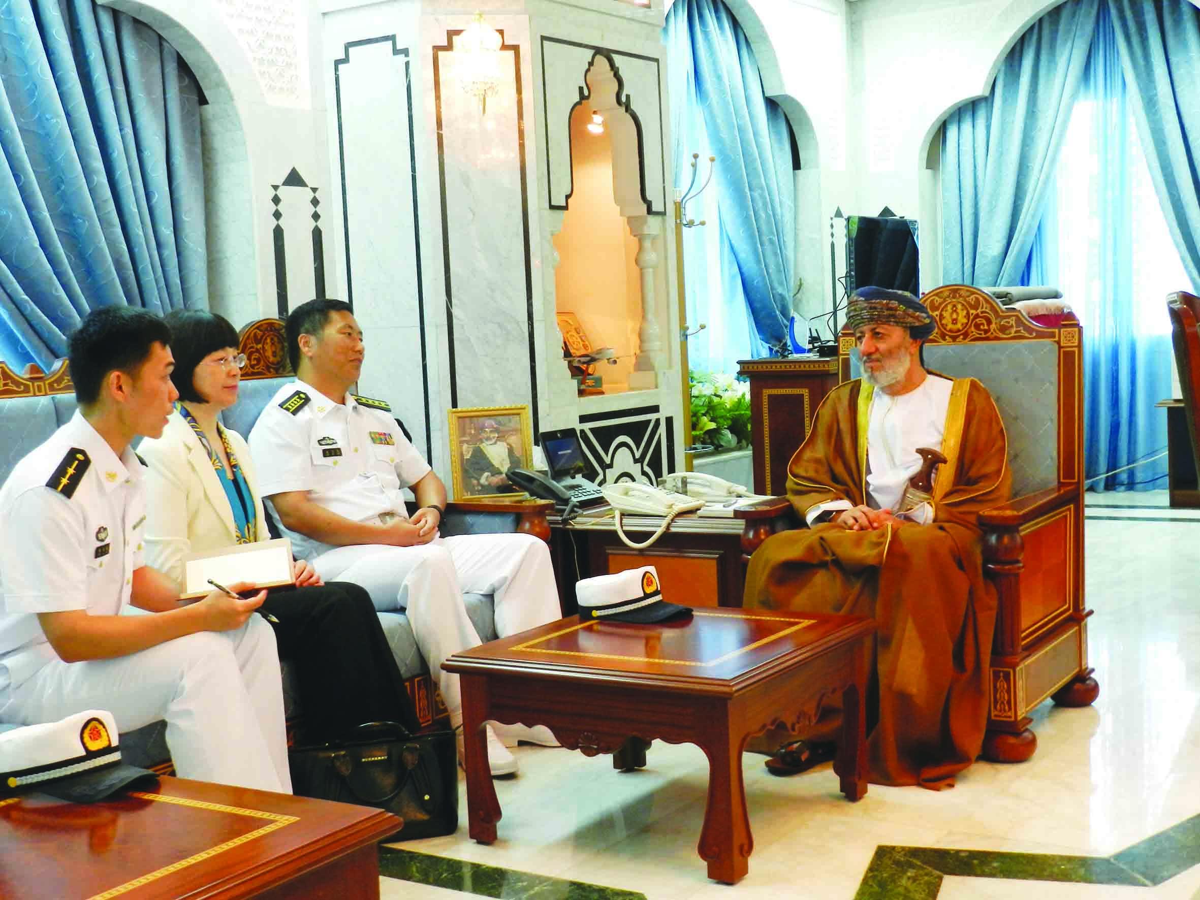 البوسعيدي يستقبل قائد السفينة الصينية