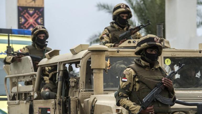 الجيش والشرطة في مصر يعلنان حالة الاستنفار القصوى بعد وفاة محمد مرسي