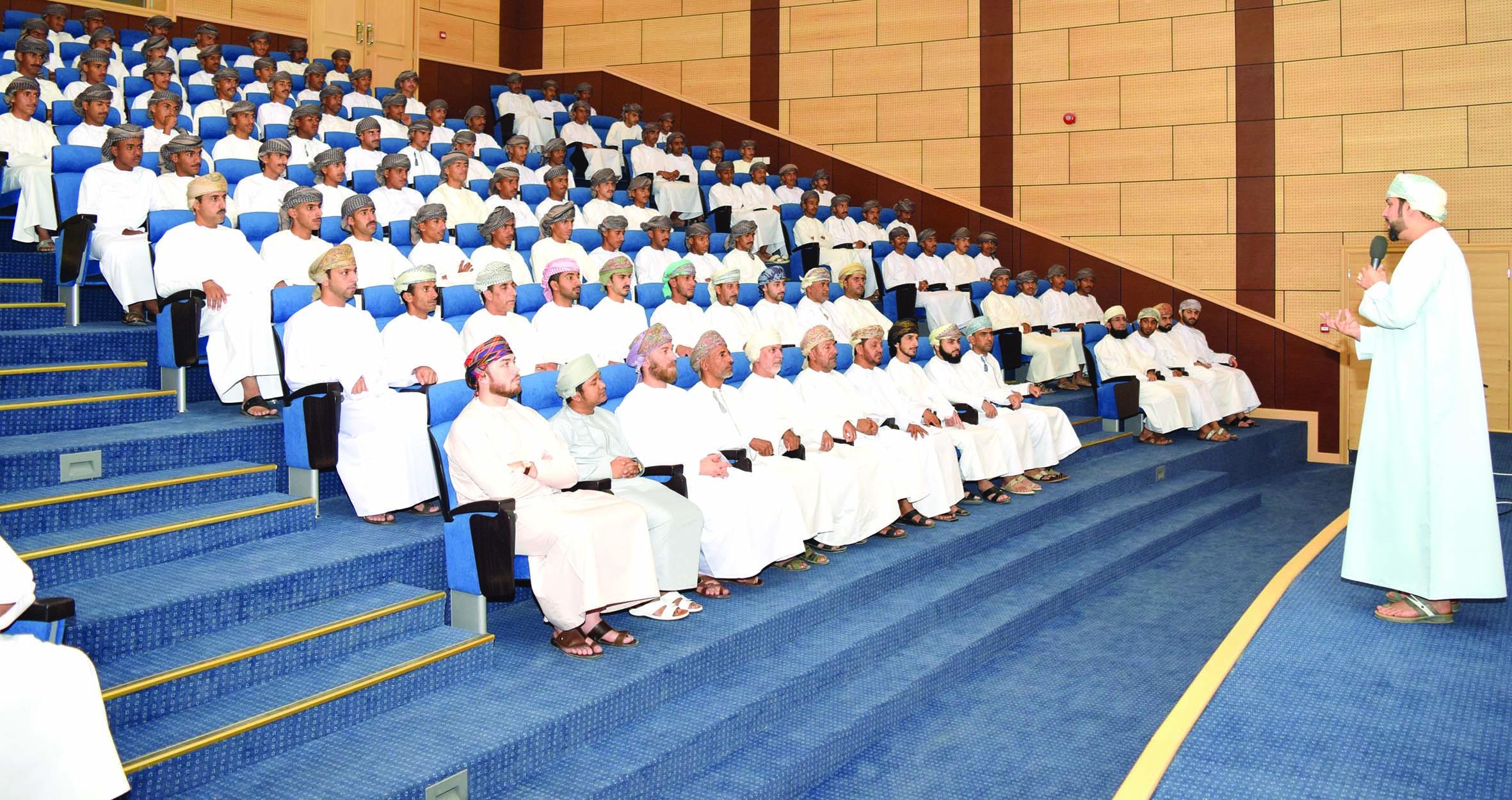 أكاديمية الشرطة تستضيف «كلنا عمان»