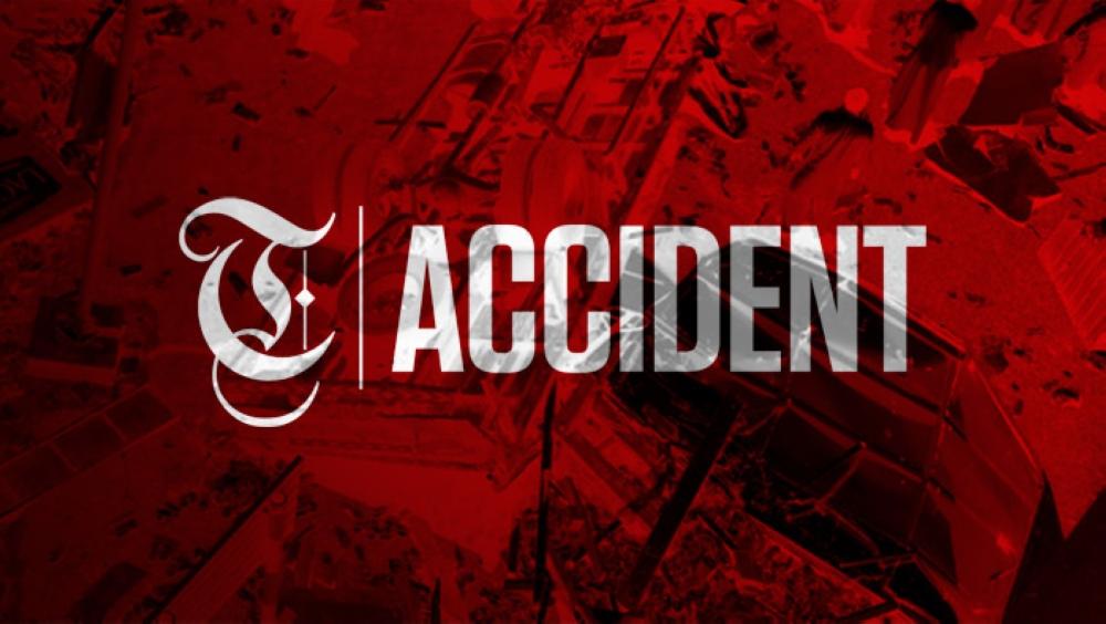 Car accident blocks weekend traffic