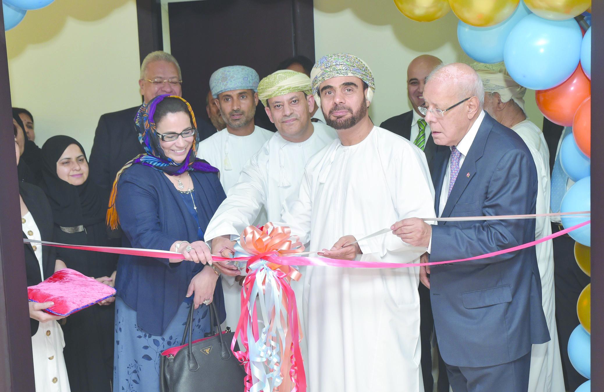 افتتاح أول مكتب علميلشركة أدوية في السلطنة