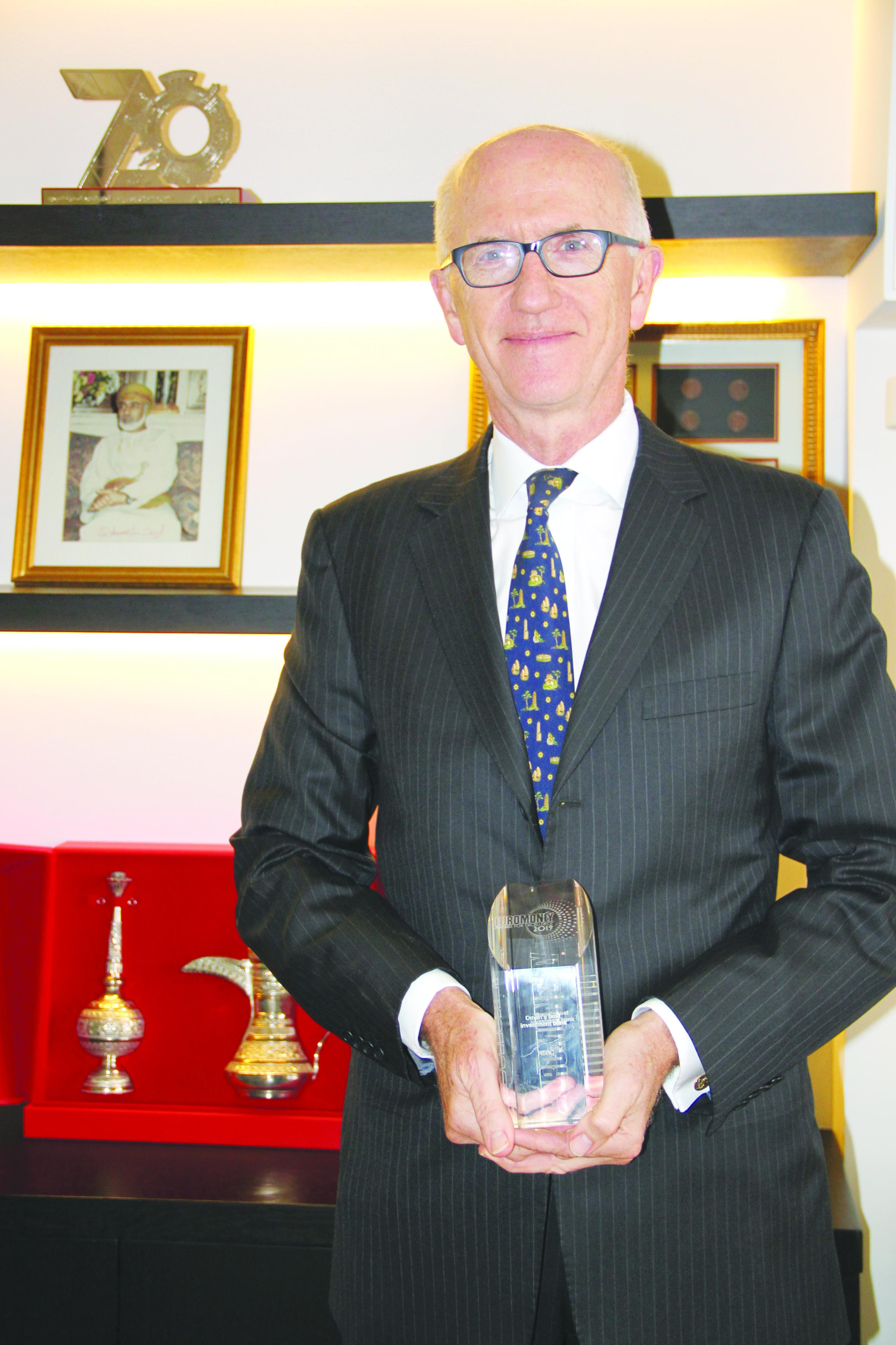 إتش إس بي سي عمان يفوز بجائزة يوروموني