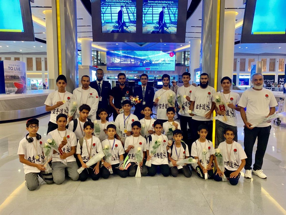 Oman Airports receives, lauds sportspersons