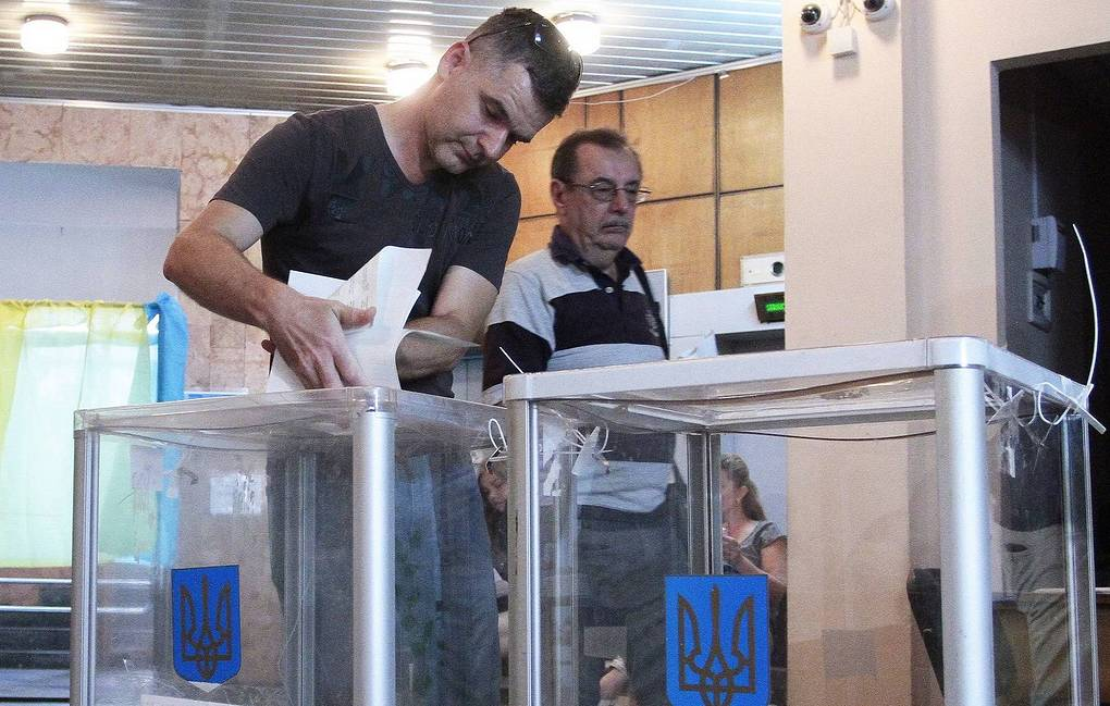 Ukrainians vote in snap parliamentary elections