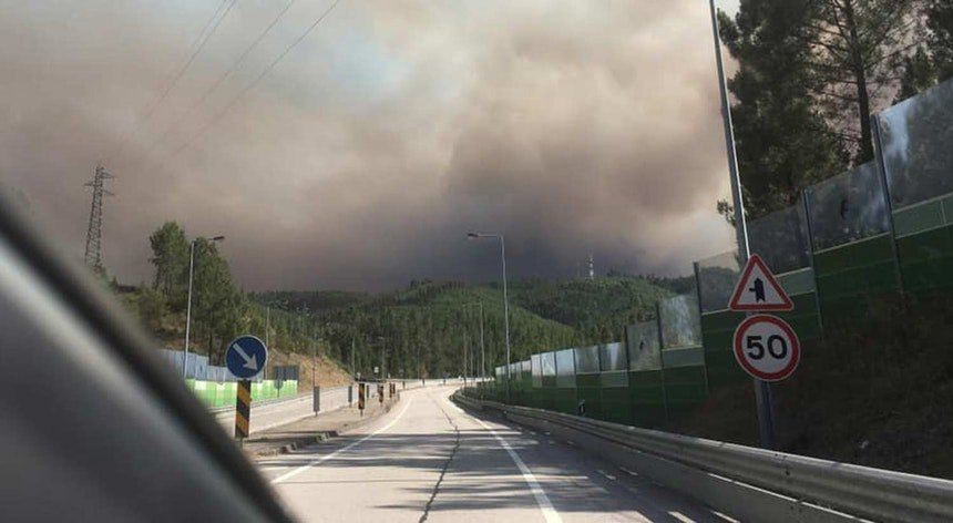 Fires injure 8 in Portugal