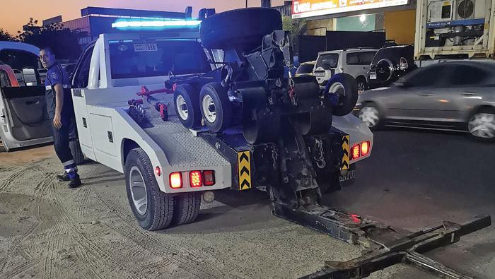 Grateful dad thanks Dubai cops after road rescue