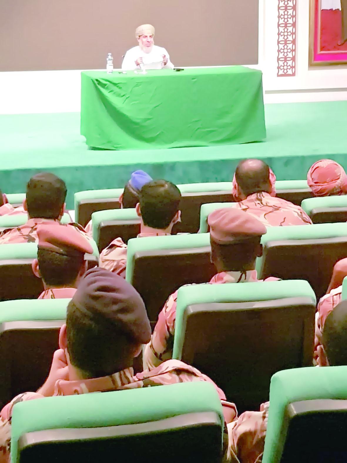 """توعية المجتمع من خطورة """"الإيدز"""" بمركز بلدية ظفار الترفيهي"""