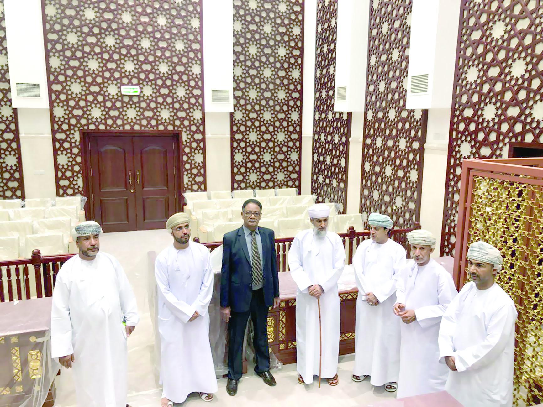 مسؤولو القضاء يطلعون على جاهزية مجمع محاكم الرستاق