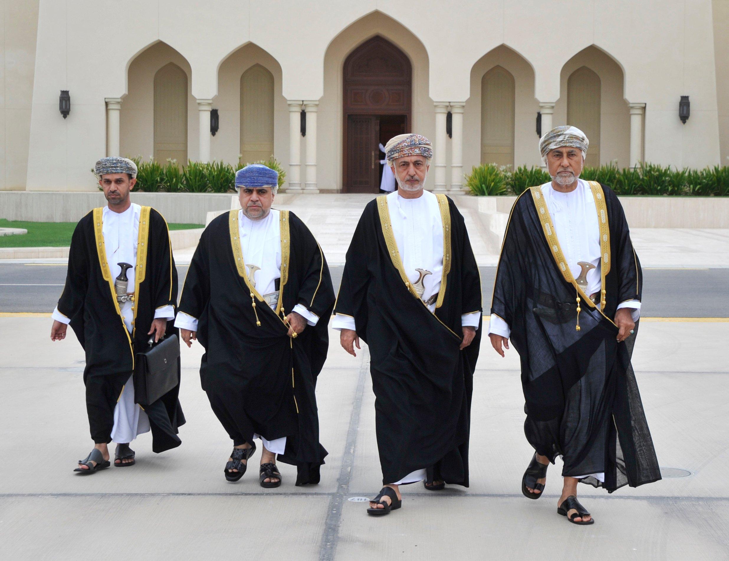 مبعوث من جلالة السلطان يغادر إلى السعودية