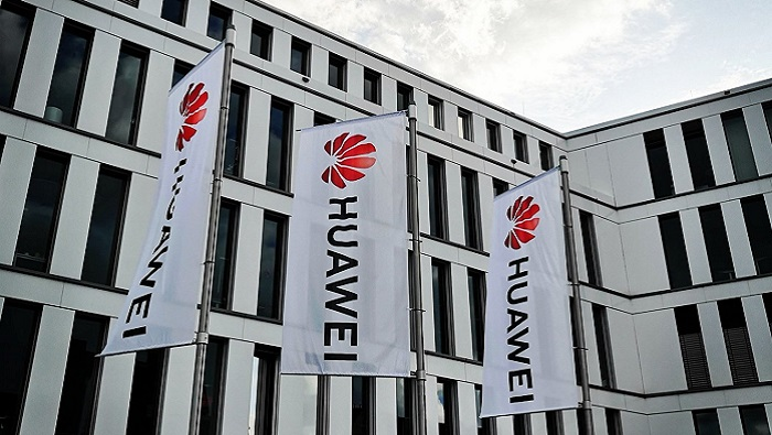 More than 100 US firms request licences to sell to Huawei