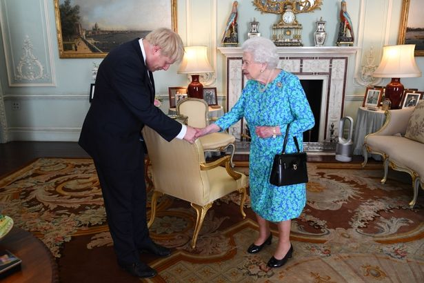 UK Government asks Queen to suspend parliament