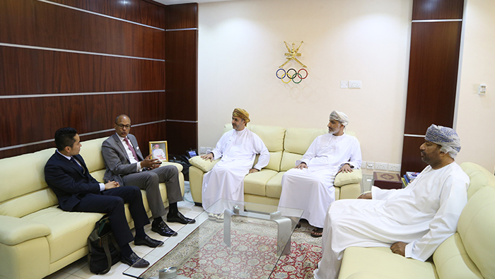 OOC, FIE discuss matters concerning Oman Fencing Committee