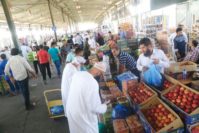 Travel Oman: Visit Mawaleh's fruits and vegetables market
