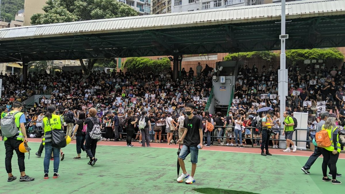 Hong Kong protests: armed policemen storm crowded metro station