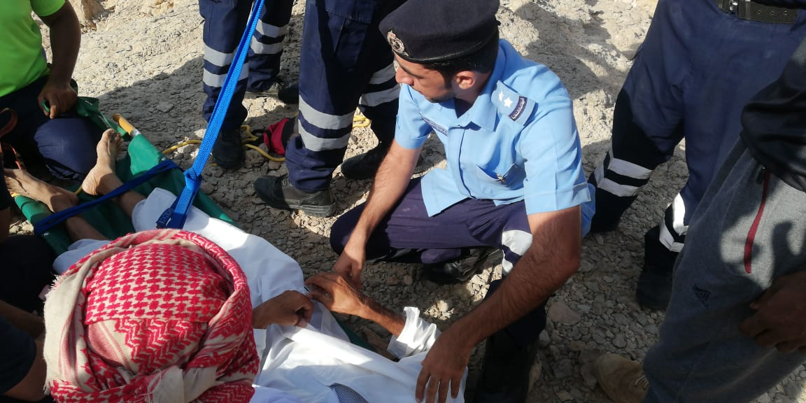 Omani citizen rescued after being stuck on mountain