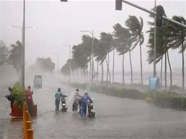 """إعصار"""" لينغ لينغ"""" يضرب كوريا الجنوبية ويخلف 3 وفيات و وصل إلي كوريا الشمال"""
