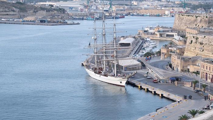 Shabab Oman II arrives home