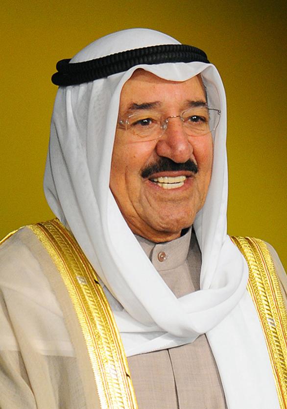 أمير الكويت يعود إلى أرض الوطن بعد رحلة علاج