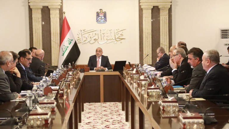 بعد الاحتجاجات.. إعفاء 61 مسؤول عراقي من مناصبهم